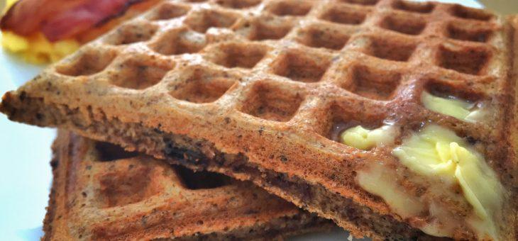 Receita de waffle com pedaços de chocolate 85% low carb sem trigo, sem glúten e sem açúcar